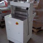 Állványos kenyérszeletelő gép