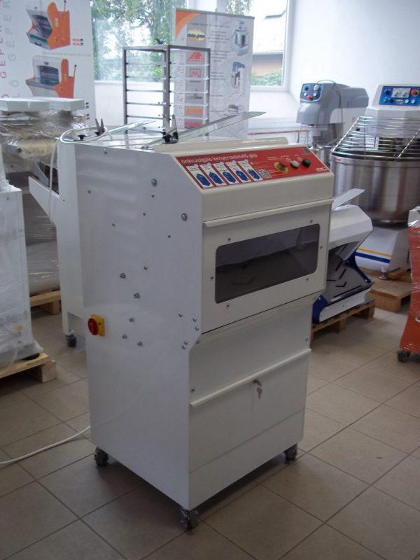 Önkiszolgáló kenyérszeletelő gép