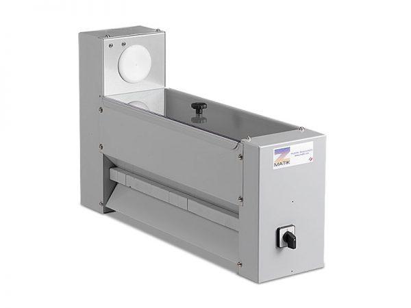 Leveles tészta gyártó gép: automata lisztező (opció)