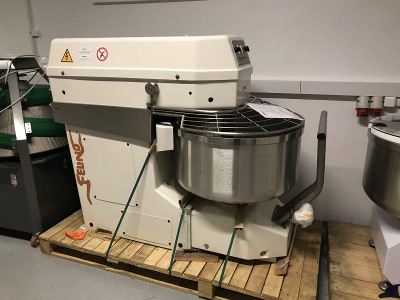Ipari dagasztó gép kivehető csészével raktárról