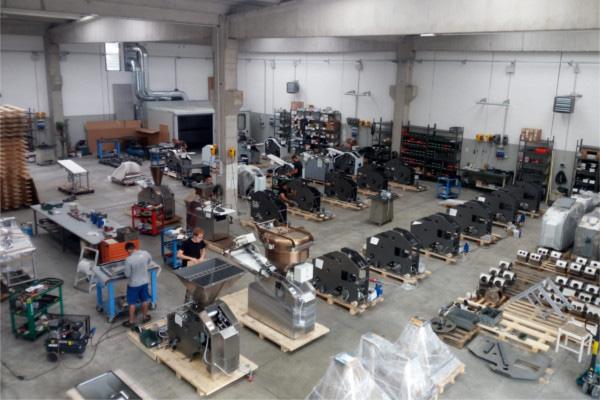 Dugattyús osztógép gyártása