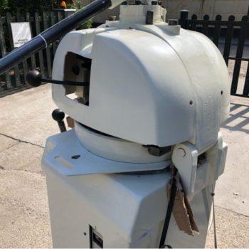 Felújított zsemleosztó gép