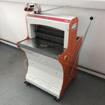 BASIC52 félautomata kenyérszeletelő gép