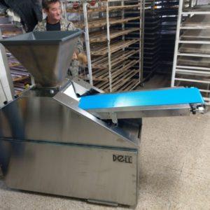 Dugattyús tésztaosztó gép