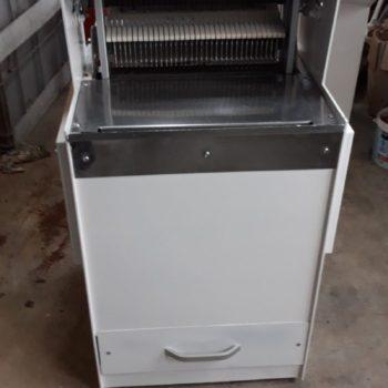 Felújított Belga vékony szeletes kenyérszeletelő gép